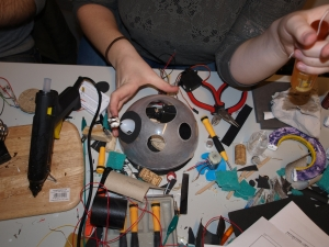 Status Day 5 Team C, trying to fit the circuits into the plastic
